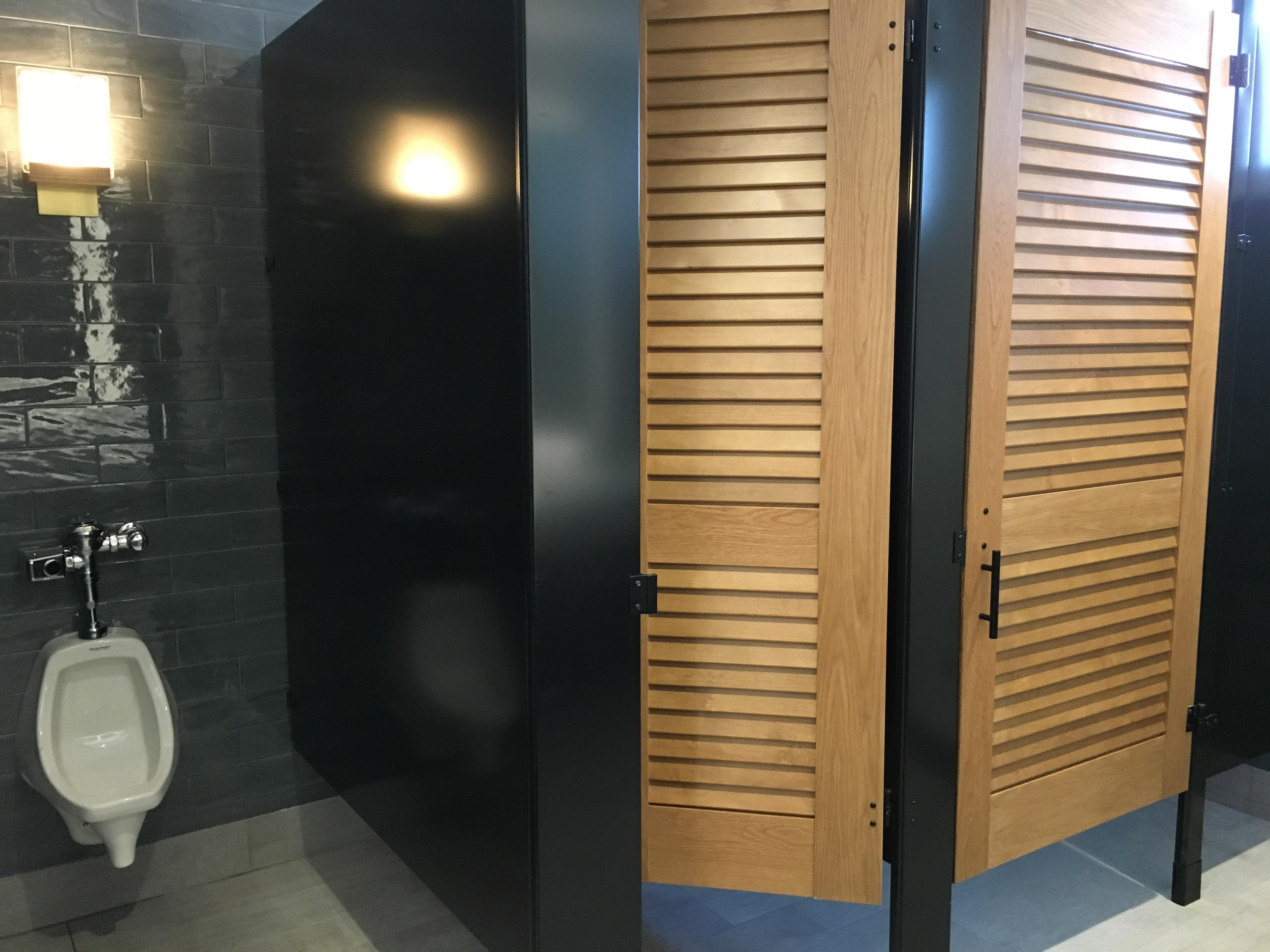 Alaska Lounge Bathroom